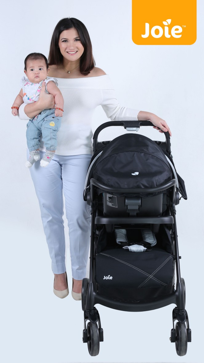 Camille and Nala Muze Travel System