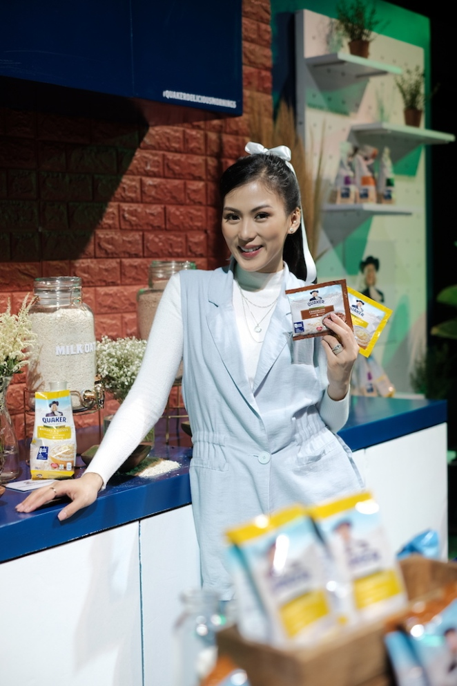 Alex Gonzaga with Quaker Oats Philippines in Banana & Honey and Chocolate